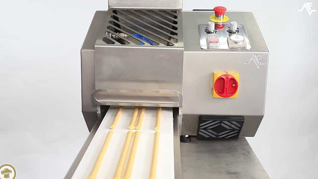 Dough extrusion machine
