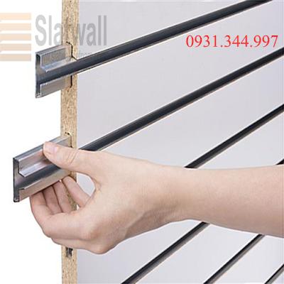 Tấm gỗ slatwall panels cài rãnh nhôm T trưng bày cho showroom, cửa hiệu - 221329