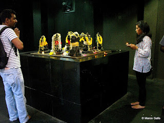 SRI MAHA MARIAMMAN TEMPLO HINDÚ DE KUALA LUMPUR. MALASIA