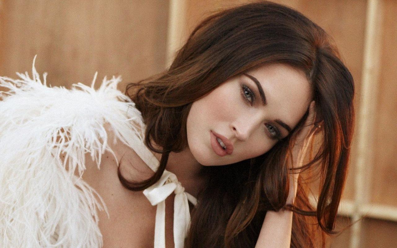 Angelina Mega Pussy 73