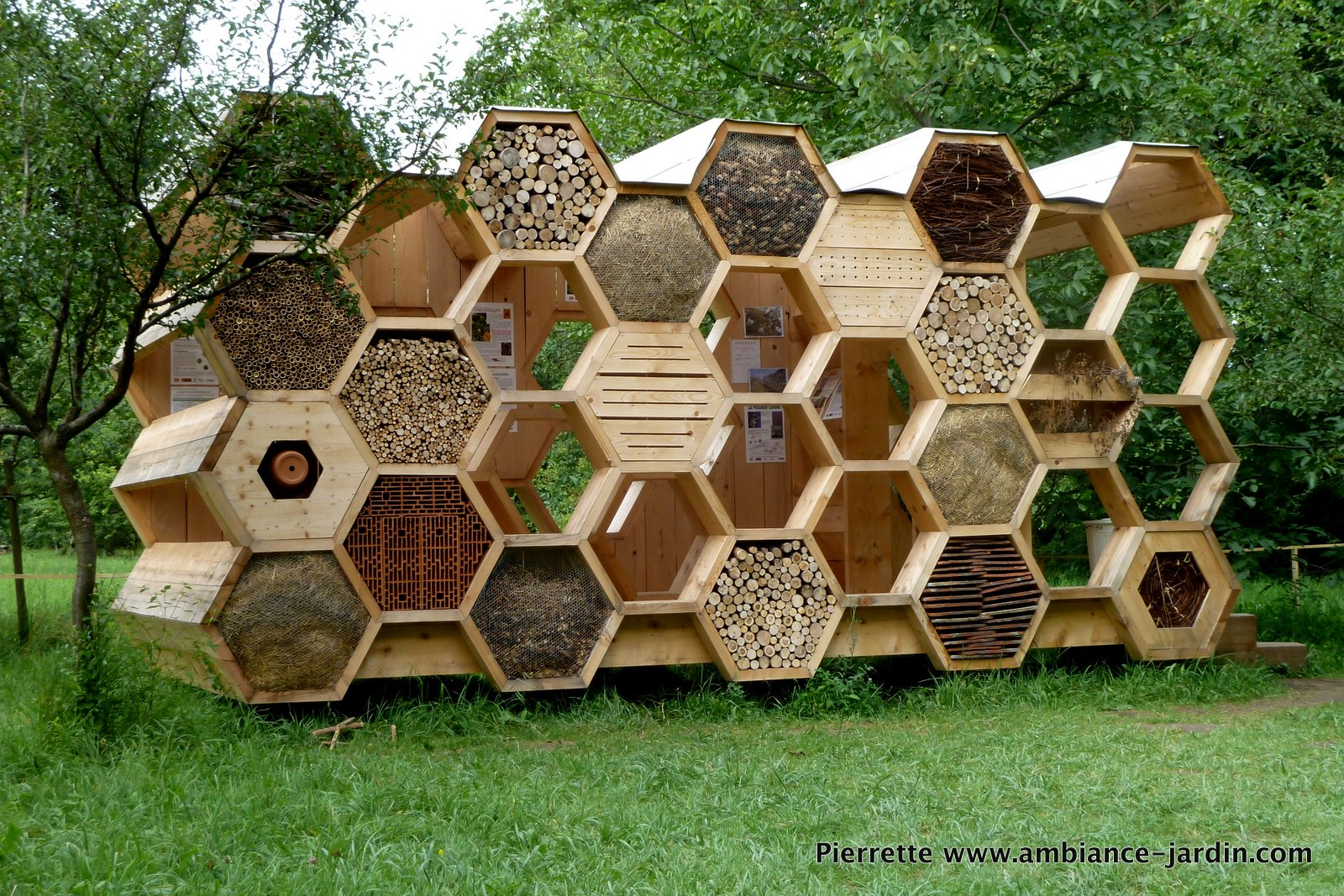 Ambiance jardin archi 20 hotel abeilles bienen hotel for Ambiance jardin bed and breakfast