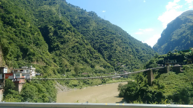 This bridge is famous tourist stop point on the way to manali