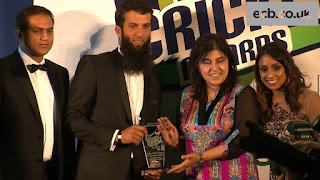 Moeen is receiving prize