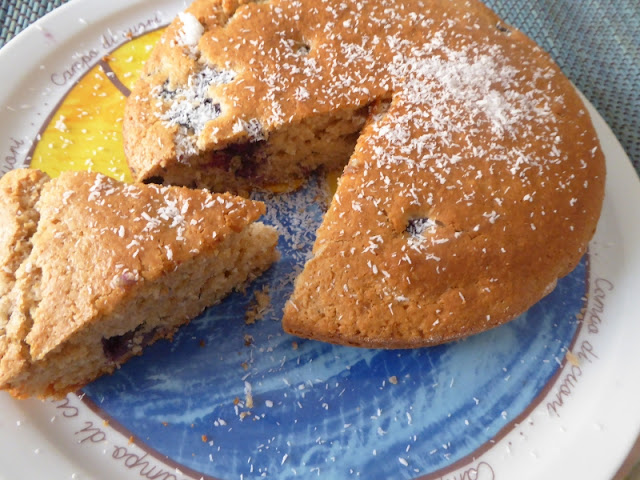 Ricetta della torta vegana con farina di cocco e mirtilli