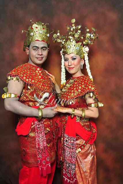 Pengantin dengan konsep tradisional sumatra