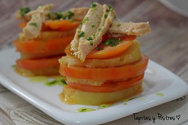 Milhojas De Patata Y Tomate Con Mermelada De Cebolla