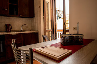 apartamento alugar trastevere mesa janela - Alugar Apartamento em Roma