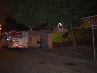 Estudantes são vítimas de arrastão em ponto de ônibus em frente a UFCG