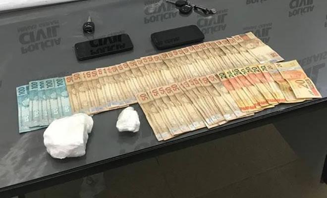 Polícia Civil de Jacutinga prende quatro pessoas por tráfico de drogas; um está foragido