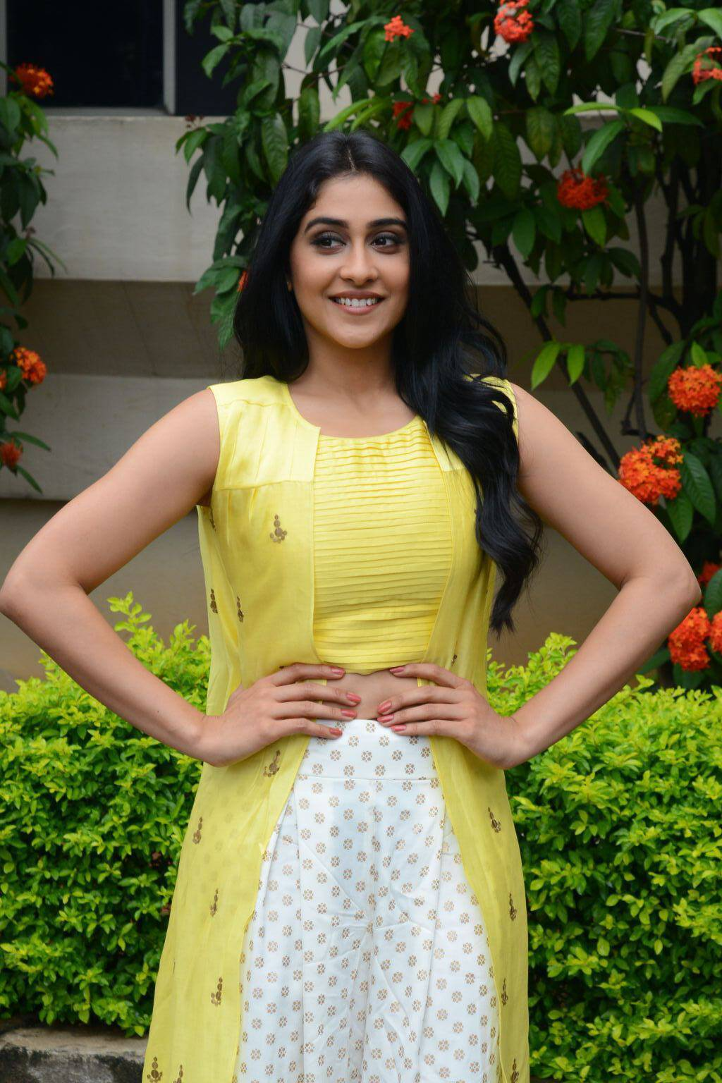 Regina Cassandra Yellow Dress Photos