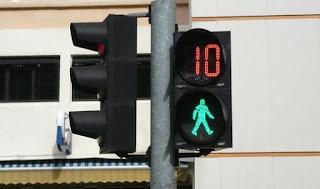 Hình ảnh cột đèn tín hiệu cho người đi bộ
