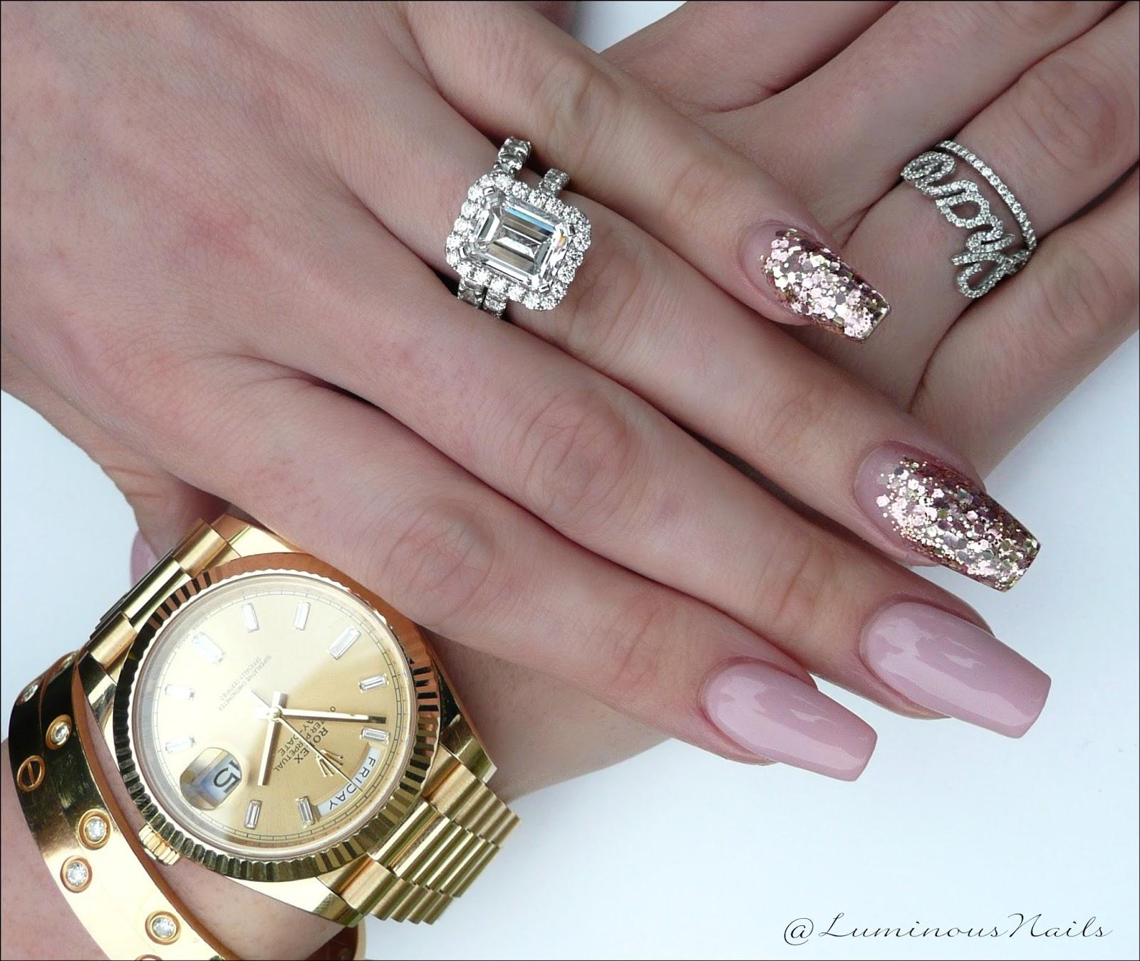 luminous nails: nude pink & glittery gold acrylic nails.