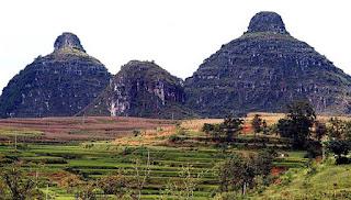 Woow..Ada Gunung Kembar Mirip Payudara di China