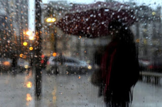 Cesó el alerta amarillo, aunque se espera que las precipitaciones continúen a lo largo de la jornada con una intensidad moderada. El jueves habrá condiciones climáticas similares, con un marcado descenso de la temperatura.