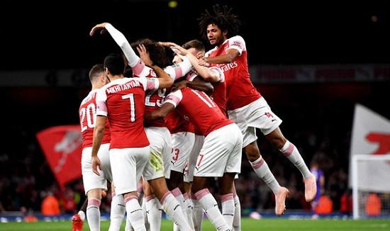 Đội bóng Arsenal ăn mừng chiến thắng