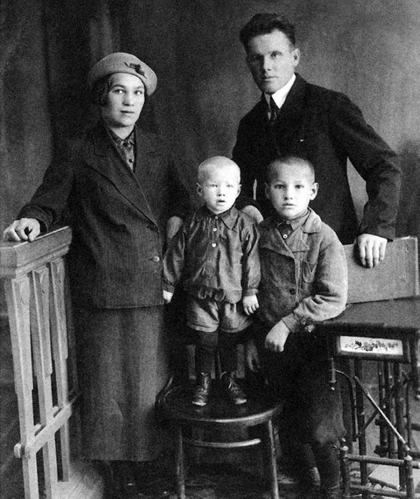 Family of Yeltsin, 1939. Boris together with his little brother.