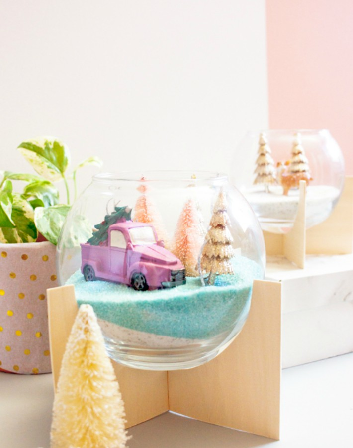 http://whydontyoumakeme.com/diy-modern-holiday-themed-terrariums/
