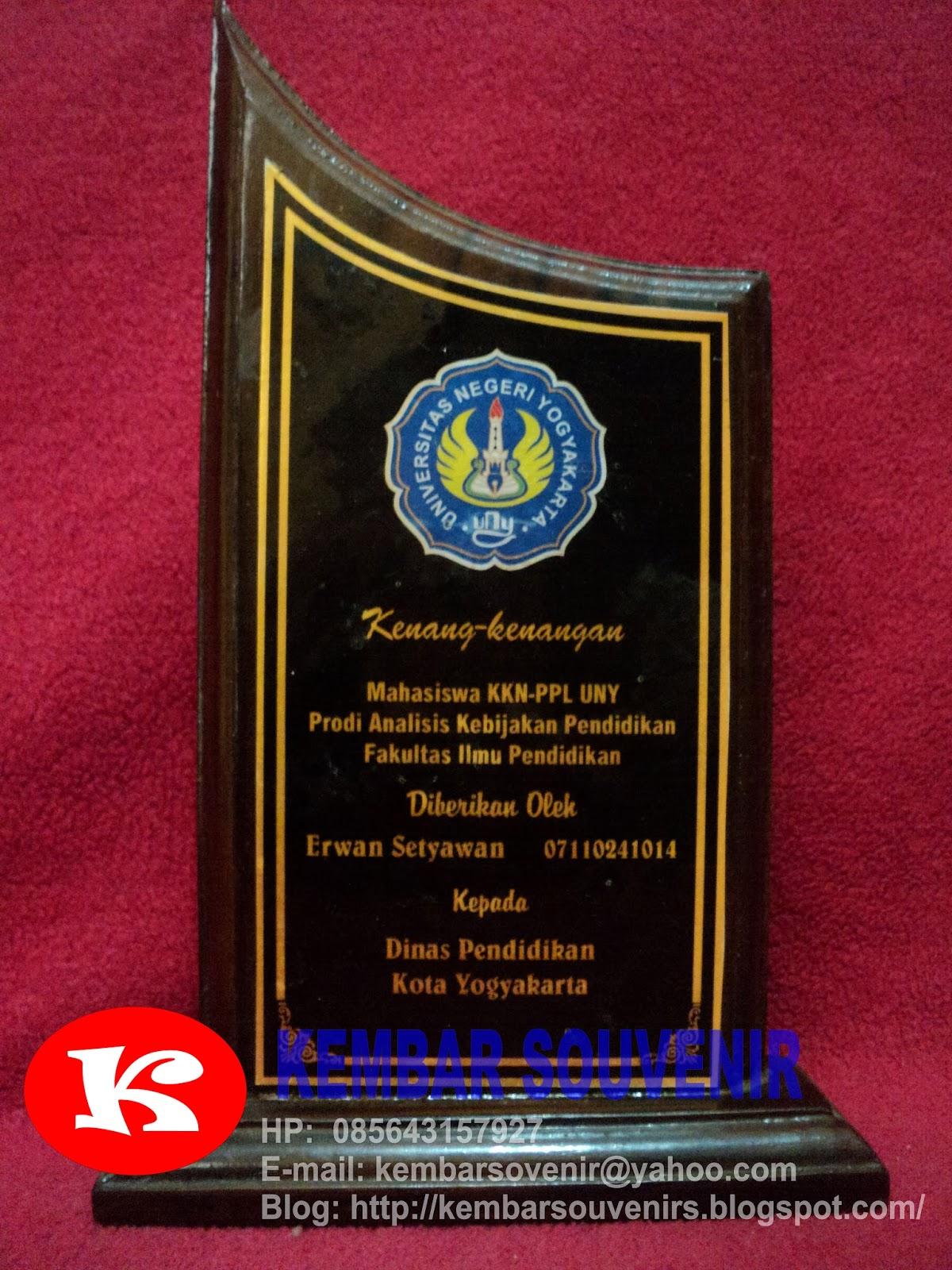 Harga Plakat Jual Plakat Plakat Akrilik Plakat Seminar Trophy