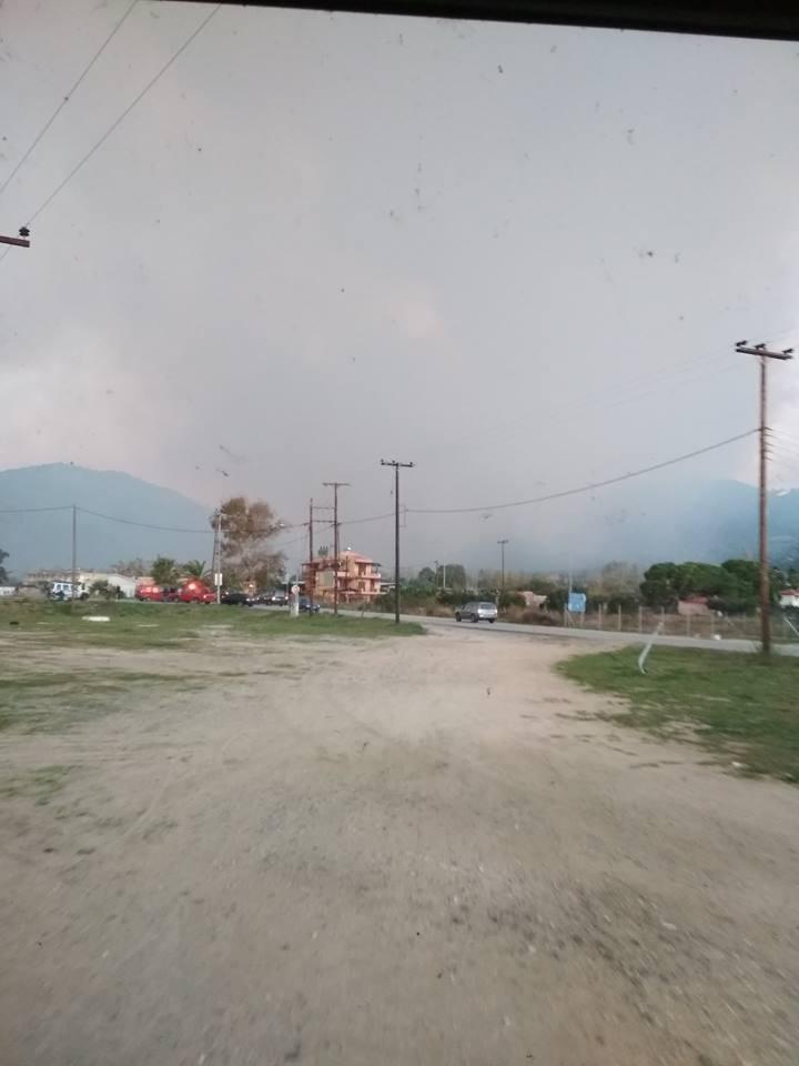 Μαίνεται η φωτιά στη Σιθωνία Χαλκιδικής -Εκκενώνεται προληπτικά οικισμός