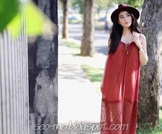 Foto Cantik Ryana Dea memakai Topi