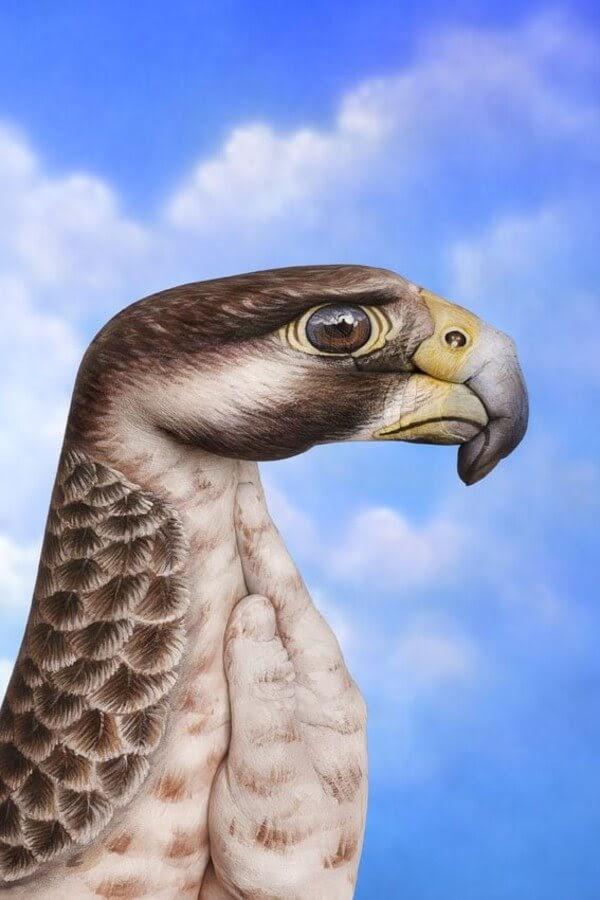 07-Pilgrim Hawk-Guido-Daniele-Body-Painting-www-designstack-co