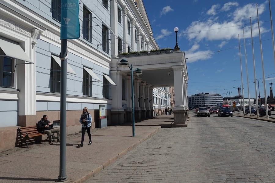 ヘルシンキ市庁舎(Helsingin kaupunki)の正面入口部分