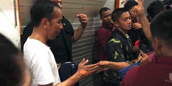 Tangannya Luka Dicakar Warga, Jokowi: Perih tetapi Enak