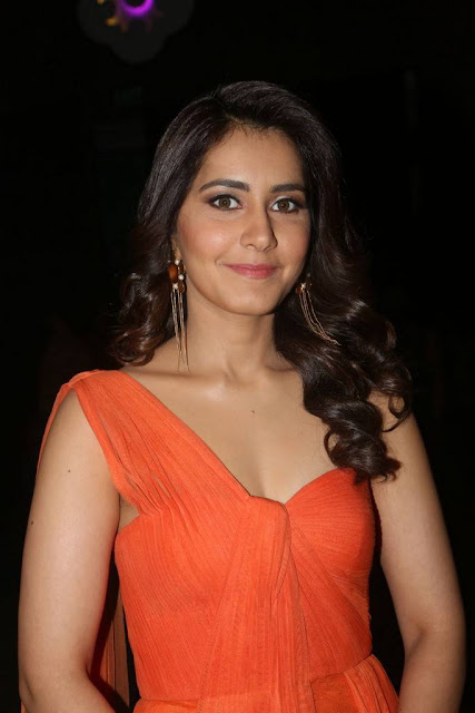 Raashi Khanna Stills At Tholi Prema Audio Launch