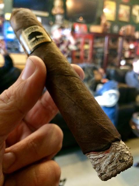 Foundation Charter Oak Grande cigar 2