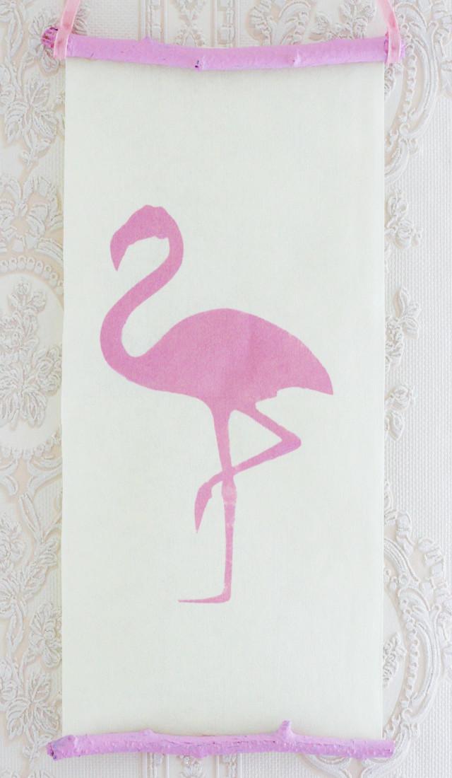 Wanddeko mit einem Flamingo-Motiv