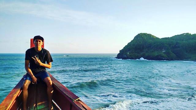 bukit titanic di pantai watu bale