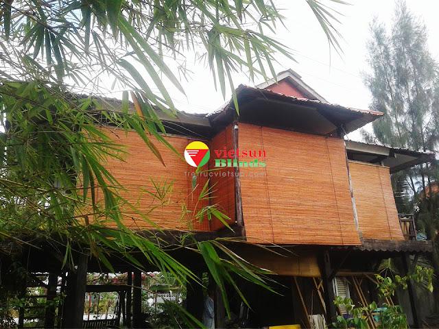 Mành trúc che nắng cho nhà chòi được làm hoàn toàn từ trúc thiên nhiên, đạt độ an toàn tuyệt đối với sức khỏe của con người