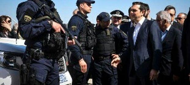 Με 17 διμοιρίες των ΜΑΤ από την Αθήνα πάει ο Τσίπρας στη Μυτιλήνη… Φοβάται μην τον πνίξουν στις αγκαλιές