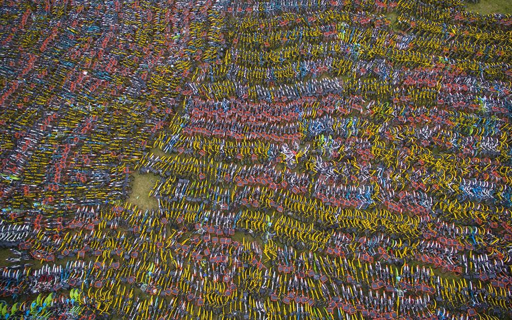 Тысячи велосипедов с высоты птичьего полета. Фото на Стартап Ньюс