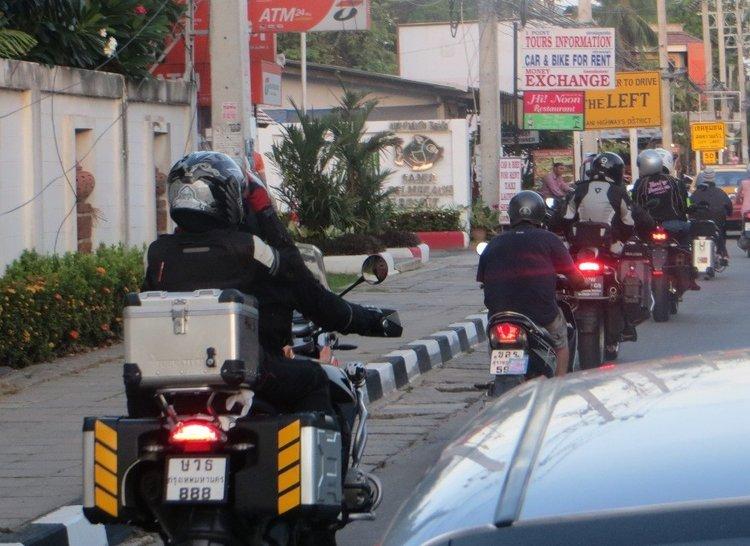 Много больших мотоциклов приехало на Самуи