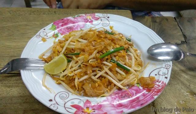 Pad Thai comida callejera en Bangkok