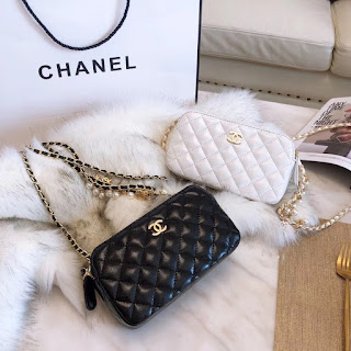 29cbd7814c0a61 CHANEL Classic Clutch with Chain Lambskin, Imitation Pearls & Gold-Tone  Metal