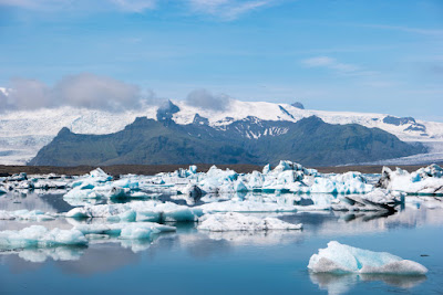 Jökulsárlón glacier lagoon is one of the top stops on our 7-day Iceland itinerary