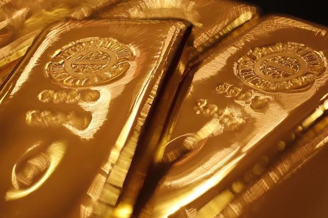 El oro baja al fortalecerse el dólar