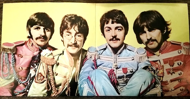 the Beatles - Sgt. Pepper's Lonely Hearts Club Band - inside