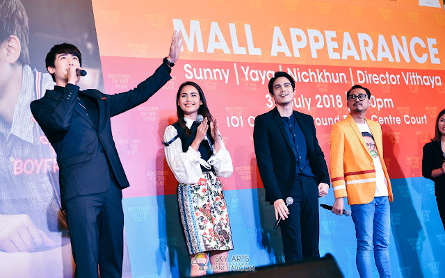 Brother Of The Year in Malaysia IOI CIty Mall #BrotherOfTheYear #BrotherOfTheYearinMY Nichkhun Horvejkul (Nichkhun),Urassaya Sperbund (Yaya), Sunny Suwanmethanont (Sunny) and Director Vithaya Thongyuyong