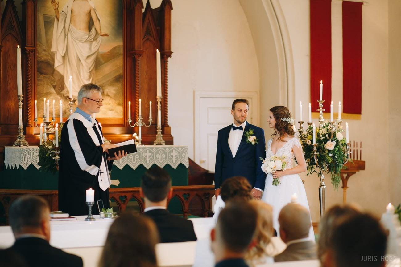 свадебная церемония в церкви