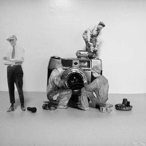 06-Camera-Mechanics-Yorch-Miranda-Vintage-Black-and-White-Photo-in-real Life-www-designstack-co