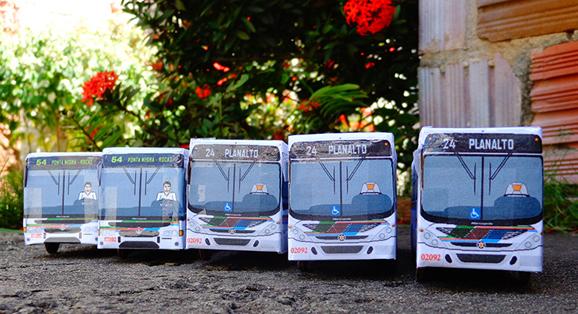 Cinco miniaturas Marcopolo são entregues no bairro do Pitimbú