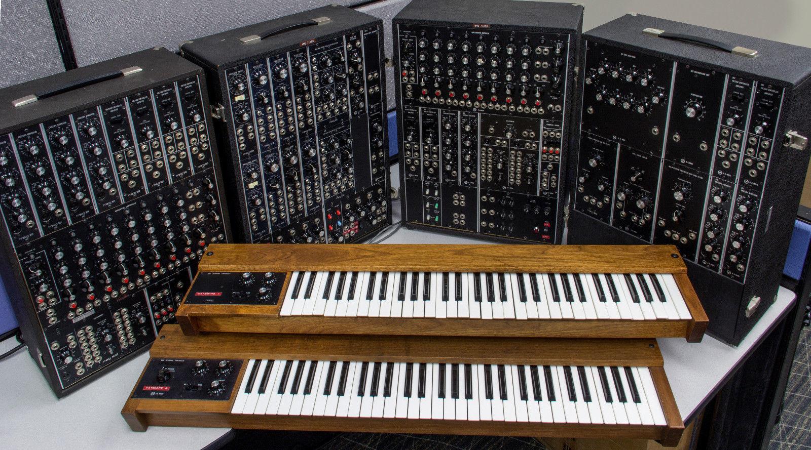 matrixsynth vintage 1968 1980s moog modular synthesizer 4 suit case system w 2 keyboards for. Black Bedroom Furniture Sets. Home Design Ideas