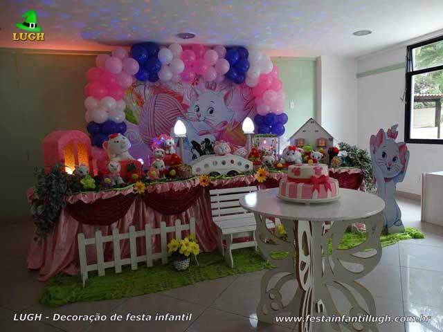 Festa infantil - Decoração tema Gata Marie em mesa tradicional de tecido