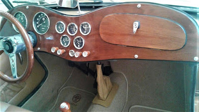 O novo painel de madeira,instalado na restauração do carro, é feito de compensado naval.