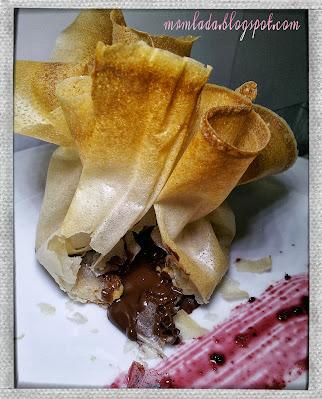 Paquetes de pasta filo con chocolate y frutos secos