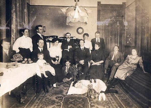 foto kenangan bersama keluarga yang sudah meninggal dunia