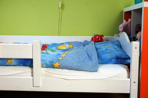 łóżko czterolatka z barierkami